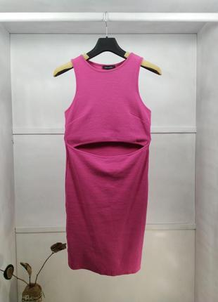 Платье розовое с открытым животом