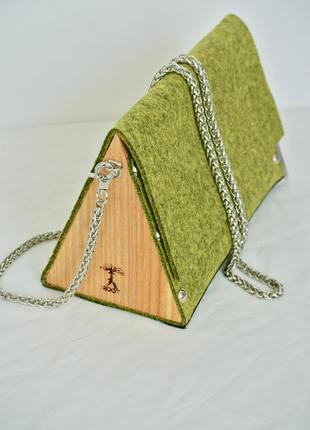 Маленькая сумка из фетра с деревянными боковинами