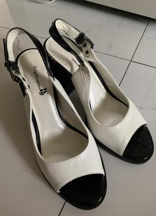 Кожаные женские белые босоножки каблук устойчивый big rope
