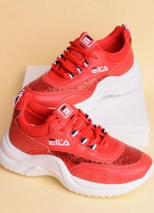Красные кроссовки на толстой подошве fila