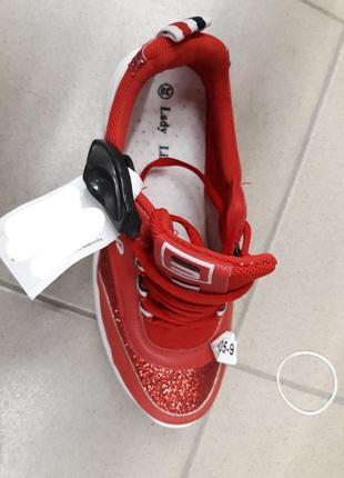 Красные кроссовки на толстой подошве fila4 фото