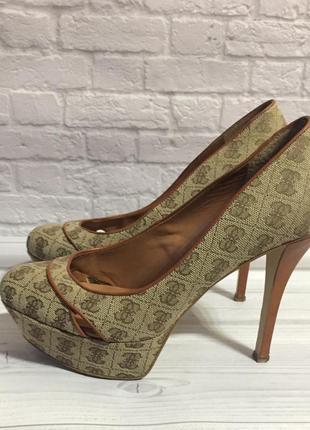Шикарные туфли guess