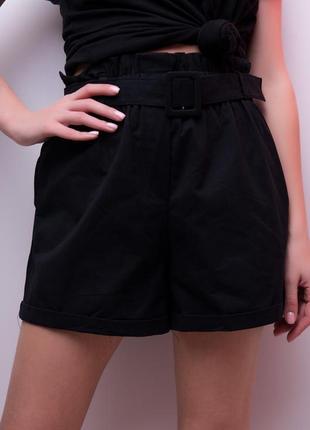 Актуальные черные шорты с высокой посадкой и поясом с пряжкой в тон