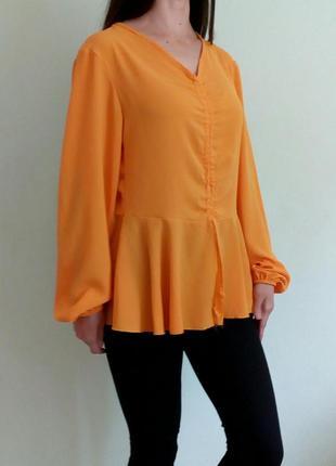 Яркая блуза с длинными рукавами