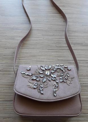 Нежная пудровая сумка клатч с вышивкой бисером