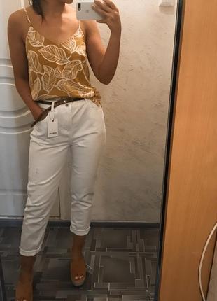 Идеальные белые джинсы mom ostin
