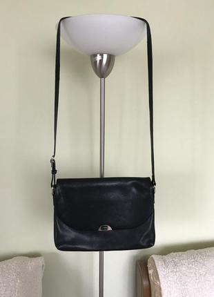 Кожаная сумочка известного германского бренда в идеальном состоянии