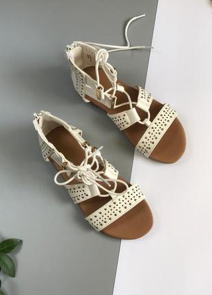 Босоножки на шнуровке с закрытой пяткой для девочки
