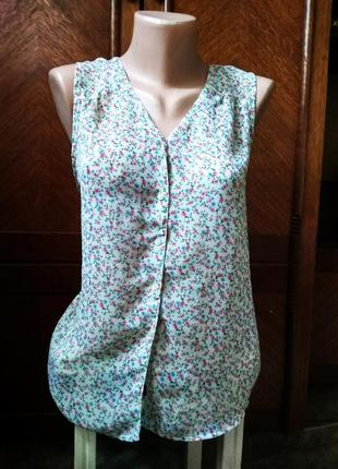 Тогенькая блузка в цветочек