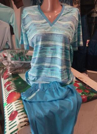 Жіноча костюм футболку+капри розмір-54-56