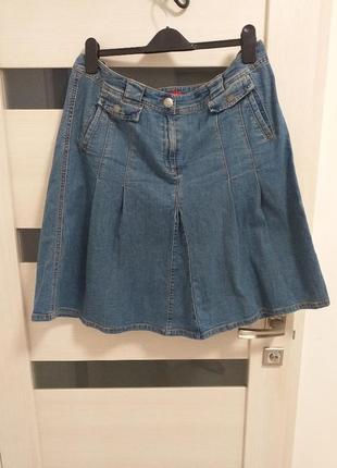 Расклешенная джинсовая юбка