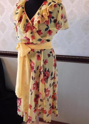Воздушное легкое платье с запахом из 100% тонкого шелка.