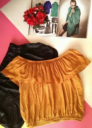 Стильний віскозний кроп-топ/блуза з відкритими плечима та рюшею, на р. м