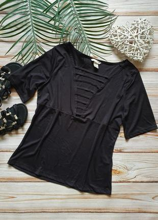 Розкошная футболка с бретелями декором на груди
