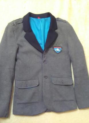 Продаю очень стильный пиджак.