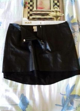 Стильная юбка от h&m черная под кожу 38 размер