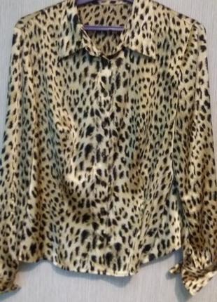 Блузка актуальный принт