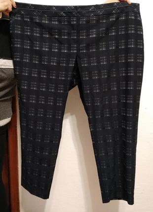 Стильные брюки в клетку большого размера