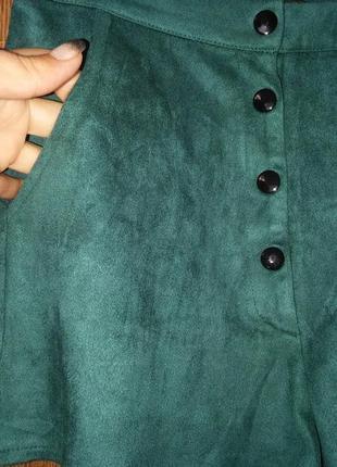 Шорты с завышеной талией шортики изумрудного бутылочного цвета на кнопках