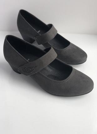 Туфлі easy street