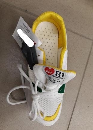 Белые кроссовки с желтыми вставками4 фото