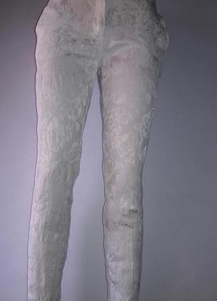 Фирменные белые штаны с узором