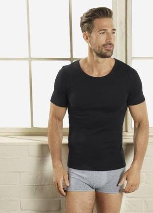 Черные хлопковые футболки livergy