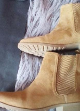 Стильні ботинки stradivarius