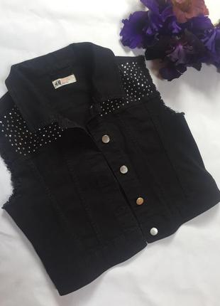Джинсовая жилетка куртка без рукав хлопок чёрная со стразами укорочённая  h&am