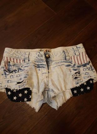 Дерзкие, коротенькие джинсовые шорты