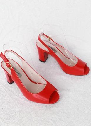 Красные босоножки 36 размера на устойчивом каблуке