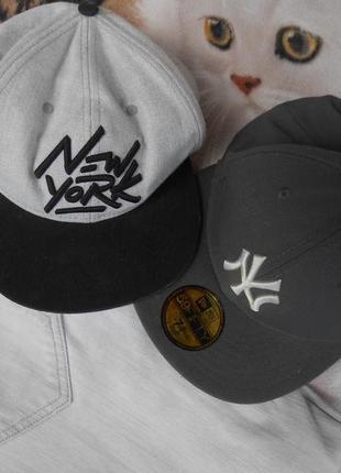 2 кепки на подростка   как новые