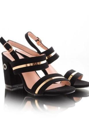 Черные замшевые босоножки на толстом устойчивом широком удобном  каблуке