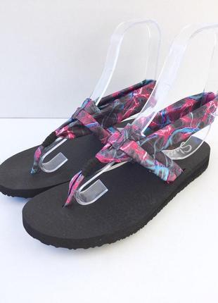 Мягкие босоножки сандали от skechers