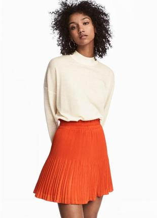 Яркая плиссированная юбка в оранжевом цвете