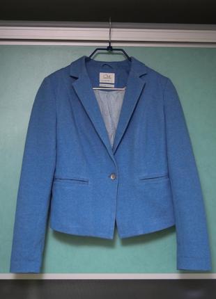 Пиджак светлого синего цвета