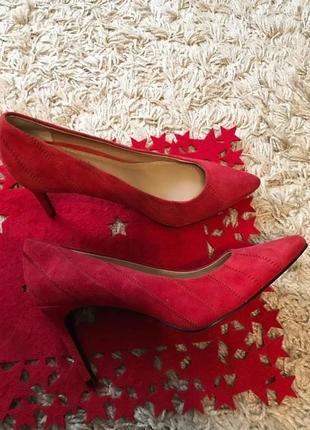 Шикарні нові фірмові туфлі