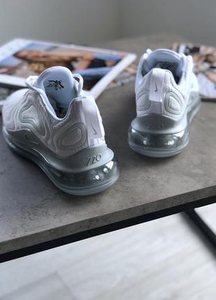 Шикарные женские кроссовки nike wmns air max 720 white metallic platinum3 фото