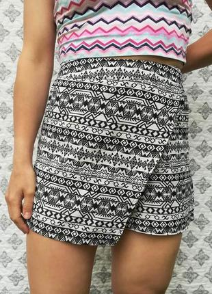 Красивые стильные шорты