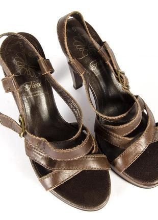 Коричневые босоножки, кажаные босоножки, босоножки на высоком каблуке2 фото