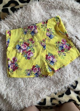 Шорты летние яркие цветы рисунок жёлтые тонкие на запах шорты-юбка