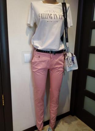 Отличные джинсы-скинни розовые тонкие хлопковые