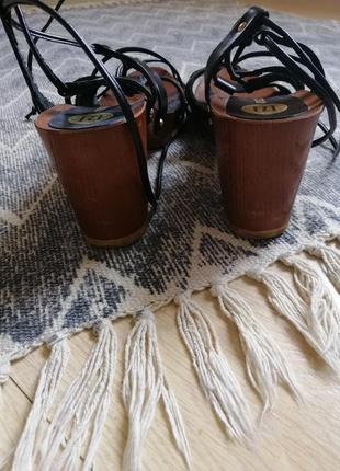 Босоножки плетенки на массивной подошве и каблуке имитация дерева river island7 фото