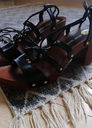 Босоножки плетенки на массивной подошве и каблуке имитация дерева river island10 фото