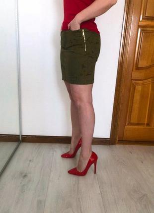 Джинсовая юбка цвета хаки с велюровым напылением, стиль милитари