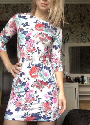 Женское летнее короткое мини платье в цветы s