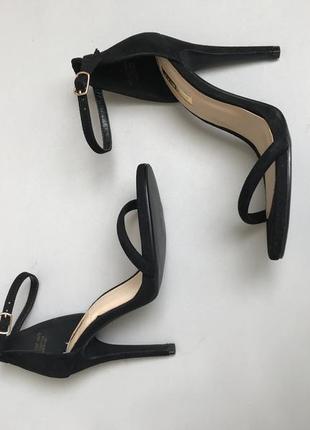 Босоножки на высоком каблуке1 фото