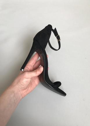 Босоножки на высоком каблуке5 фото