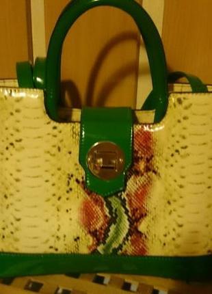 Повседневная летняя лаковая сумочка,с абстрактным принтом. супер цена!