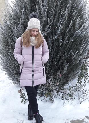 Красивая зимняя курочка пудрового цвета